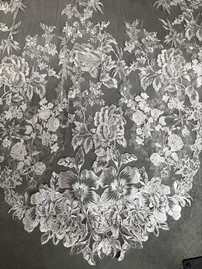 Floral lace detail on veil AVL0032 by Essense of Australia