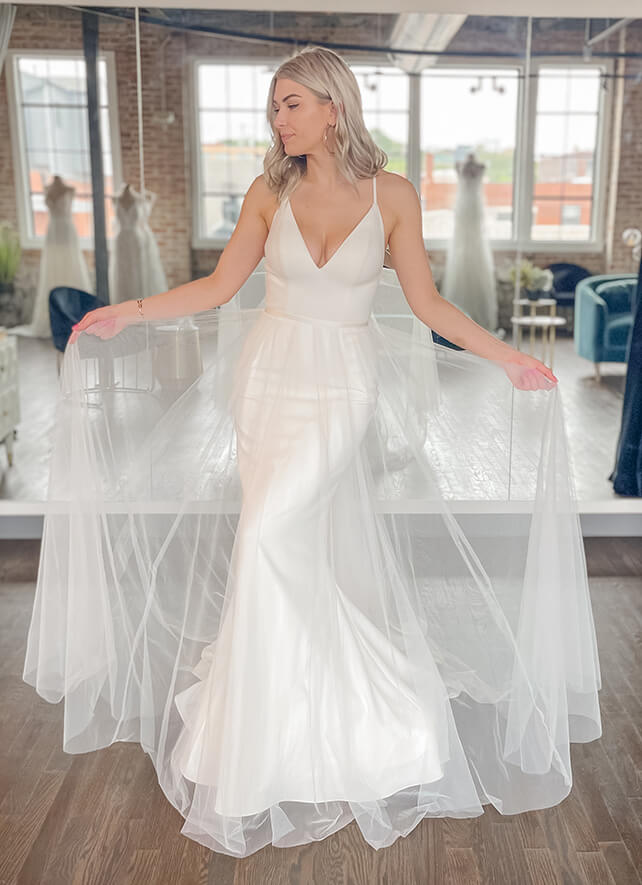 ultimate-guide-to-wedding-dress-overskirts-bridal-accessories
