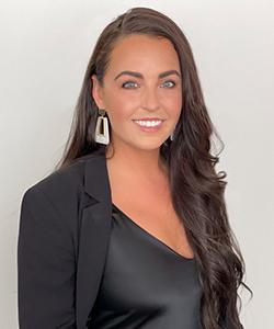 Noelle Schmidt, Store Manager